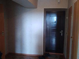 Продается уютная двухкомнатная квартира в центре г.Рышкань