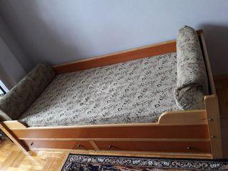 Vindem  pat  pentru  copii, 2  sertare,   stare  buna -2500 lei