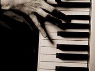 Уроки игры на аккордеоне и фортепиано (на дому)
