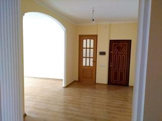 Se vinde apartament cu 3 odai.etajul 6 din 10, pret negociabil