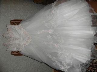 Продаю свдебное платье жены в отличном состоянии ..использовали  один лишь раз..отдали в химчистку..