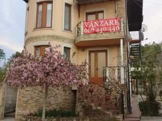 Двухэтажный дом с мансардой, 3 сотки 85000 евро рядом Poiana Bradului