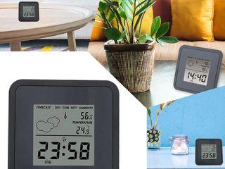 Настольные часы-метеостанция.   Вместе со временем показывают еще температуру и влажность воздуха.