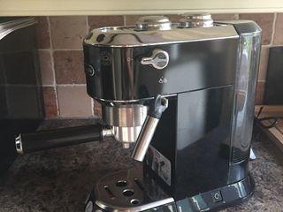 Рожковая кофеварка DeLonghi EC 680 B, Б/У, черного цвета! Кофемолка DeLonghi KG 89!
