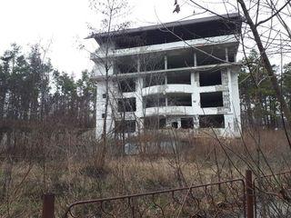 Продается незавершенное строение в 5 уровней, площадью 1800 м.кв. расположенный в Гидигиче,первая л