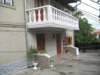 Внимание 2-эт. дом в Яловенах в центре на участке  9  соток
