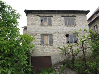 Продаю незавершенный 2 эт. дом, 200 м2, на 7 сотках земли