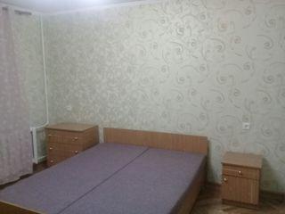 Se da în chirie apartament cu trei odăi în sectorul Buiucani.