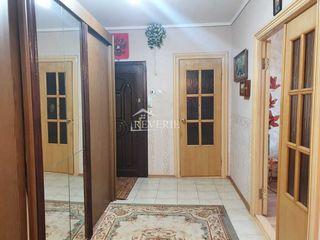 Se vinde apartament cu 3 camere, 69,4m2 , etajul 3 din 5, seria 143. Regiunea Lapaevka!!!!!!