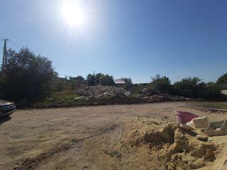Teren pentru construcția unei case.  Centrul sat.Cismea