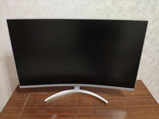 Продам монитор  31.5 Quad HD (2K)