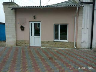 Vînzare imobil (casa la sol) în strada principală a orașului Orhei.
