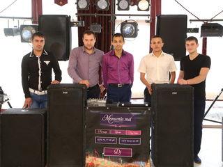 Echipa de DJ momente.
