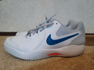 Кроссовки Nike. Размер 42-43.