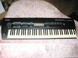 Великолепный профессиональный синтезатор в идеальном, неиспользованном состоянии