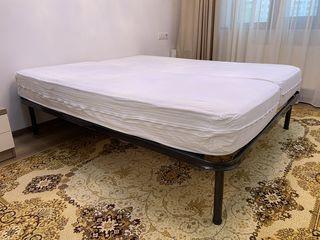 Кровать  с матрассами