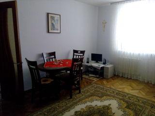 Apartament cu 3 odai linga piata Villes