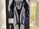 custumul este nou a costat 1500 de euro il dau asa de eften ca am nevoe de bani ... marca ARLEN NESS
