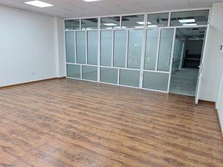 Birou de închiriat în business centru! 38,4 m2!