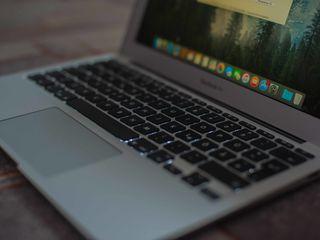 Macbook air 11 2011 (la piese sau restabilire )