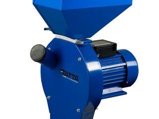 Moara Electrica cu ciocanele Nr.2 Tatta TM11B, Cuva clasica, 2500 W, 240KG/Ora