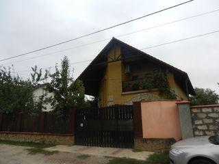 Casa solida in Ciorescu,10ari,proect individual