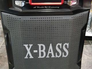 Boxă portabilă + microfon+bluetooth+radio+flashka+Aux. Nouă (în cutie). 1700 lei