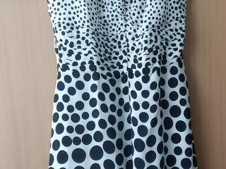 Se vinde:palton(Paris), rochie cu bretele, costume,scurta cu gluga, S, firma Eskey, Italia; jachet;