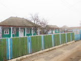 Vind casa la 25 km de Chisinau, pe lot de 10,86 ari.