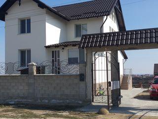 Продается дом 210 кв/м + земля
