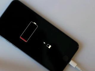 Iphone  cдох акумулятор  в тот же день заберём, починим, привезём !!!