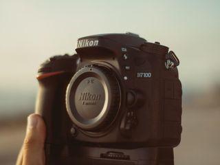Nikon D7100 + Obiectiv Nikkor 18-105 VR