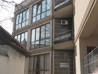 nelocativ centru siparat / отдельный офис в центре.