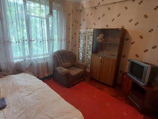 Spre chirie , Apartament cu doua camere , în Centru 200€