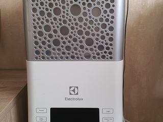 Продается Увлажнитель воздуха Electrolux EHU-3815D
