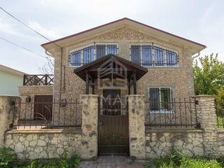 Se vinde VILĂ pe malul râului Nistru, 69900 €