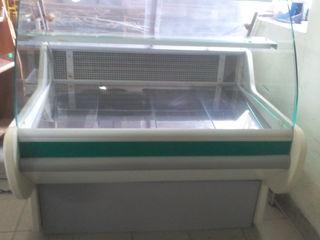 Холодильник весы и витрина для магазина