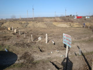 Str. Bucovinei penru constructie.  Напротив Метро-1 под строительство.