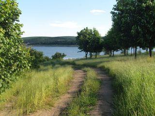 Продаются участки на берегу озера Данчень 5 км от Кишинева
