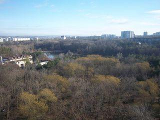 Centru - super amplasare : zonă de agrement, parc, lacuri și o priveliște exclusivistă - 121 m.p.