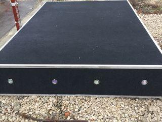 Se vinde scena profesionala marimea Lungime 2,5 m xLatimea 3,75 m xInaltime 55 cm