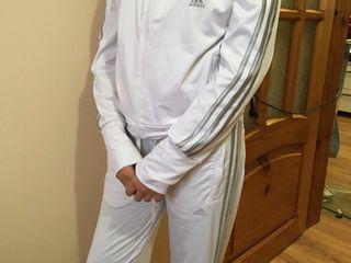 Custum sportiv fimeiesc cu marimea M,S la pretul de 350 lei