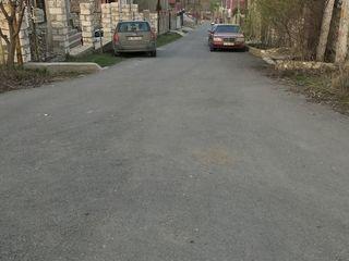 Teren in vinzare 5,5 ari asfalt nou pina la teren , terenul se afla in zona noua înspre Chișinău !