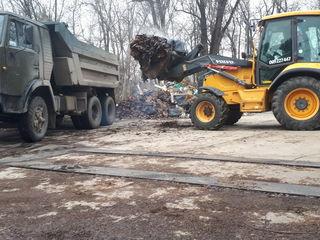 Evacuarea gunoiului transport Kamaz excavator
