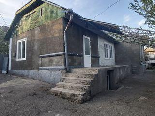 Urgent vindem casă gata pentru trai cu toate comunicațiile conectate +6 ari. Sector linistit.