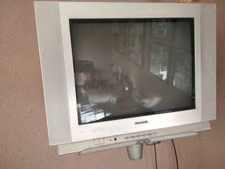 Телевизор кинескопный с пультом диагональ 54см. Camex 250леев, Konca 300 леев.