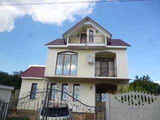 Дом  2-х этажный с мансардой