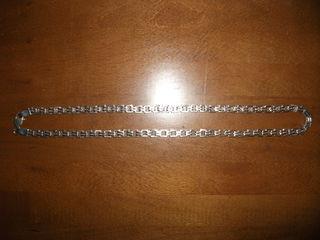 Серебряная цепь, серебряный подстаканник и лом серебра.