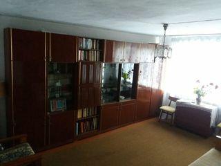 Продается квартира в центре г. Сынжерей.