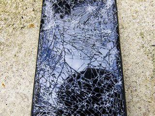 Xiaomi Pocafone, Разбился экран? Не страшно, приноси к нам!